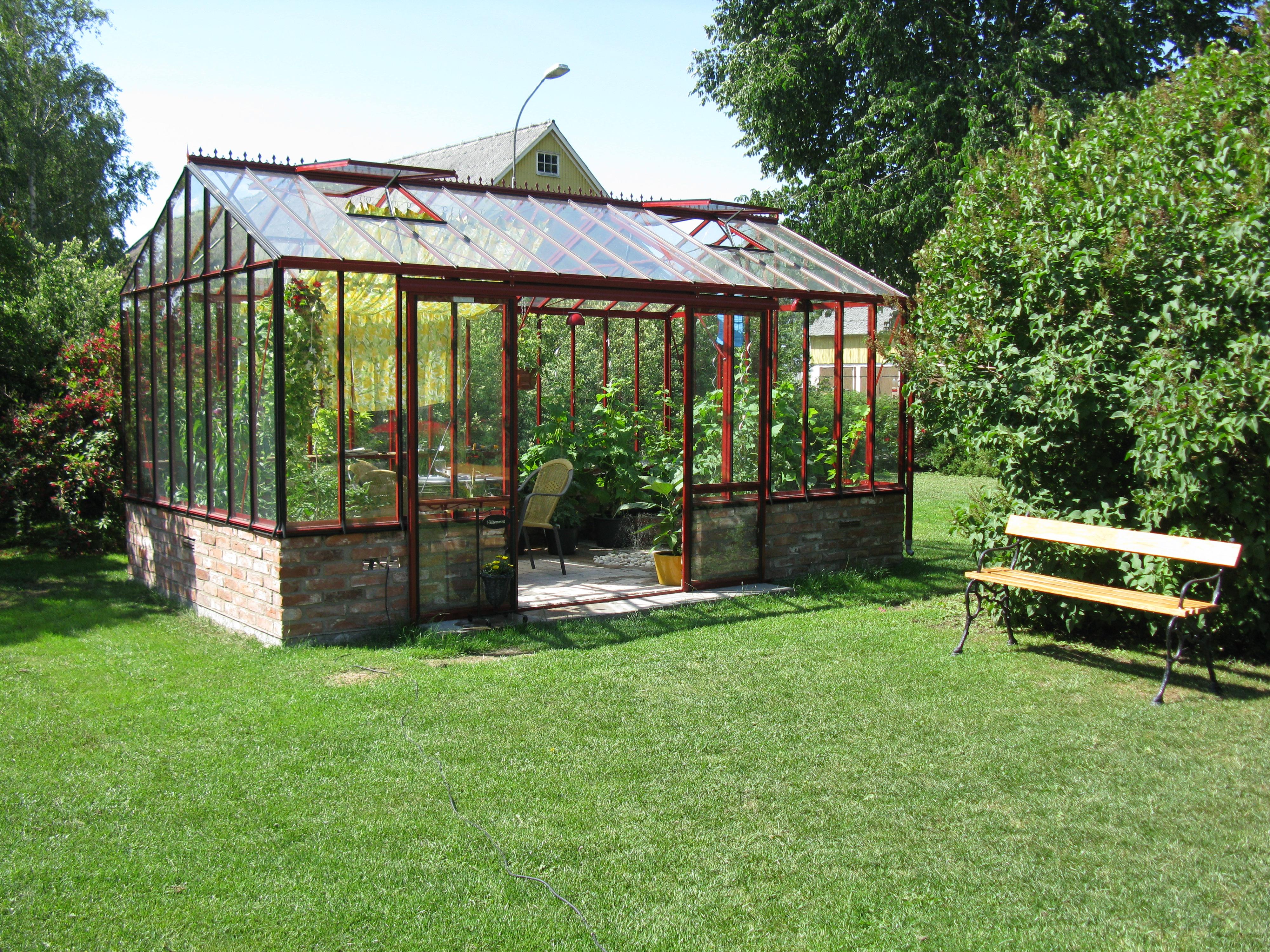 Freestanding greenhouses